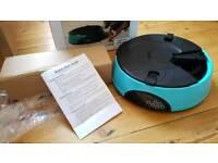 Six-day pet feeder incl batteries