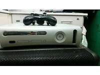 Xbox 360 With 1 Wireless Controller And 5 Game.