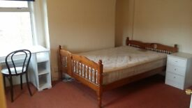 Large Double Room in Finchley Central near Tube and Busses