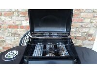 BBQ. BARBEQUE. USED TWICE! 4 BURNERS! IDEAL FOR COOKING XMAS TURKEY! WE DID-IT SAVES SPACE IN OVEN!