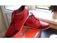 Mens size 8.5 Oceana red boots