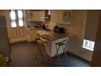 2 bedroom flat with roof terrace in good condition located close to Bounds Green station N13
