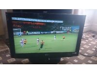 """LG 32"""" LCD TV FREEVIEW/XD ENGINE/PIANO BLACK FINISH IN EXCELLENT CONDITION NO OFFERS"""