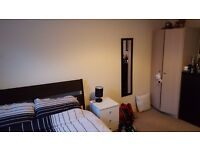 **£550 PCM Including Bills **1 Double Unfurnished Bedroom to Share in 3 Bed House - Osborne Road