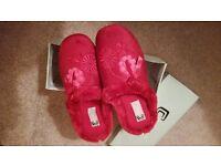 BNIB Cosies burgundy ladies mule slippers faux fur size 6 (size 39)