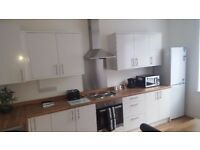 5 Bedrooms all ensuite. Corporate or Contractor Let. Great location. Parking. Fully Furnished