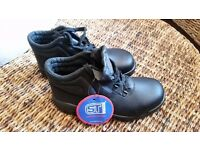 SAFETY BOOTS - SIZE 4 EURO 37 - BLACK LEATHER