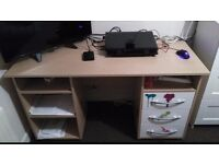 *** U R G E N T *** Computer desk in very good conditions