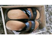 Clarks Womens leather mueles size 5D