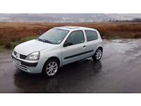 Renault Clio 1.2 16v. 12 Month's m.o.t, 1 previous lady owner (not, corsa, punto, fiesta, polo)