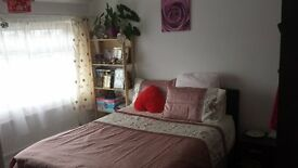 Double room in Hucclecote, Gloucester