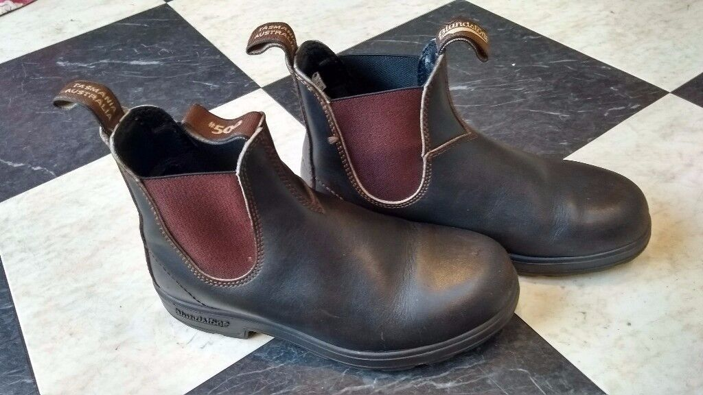 Women's Blundstone Classic Boots Size 5 - Very lightly used.