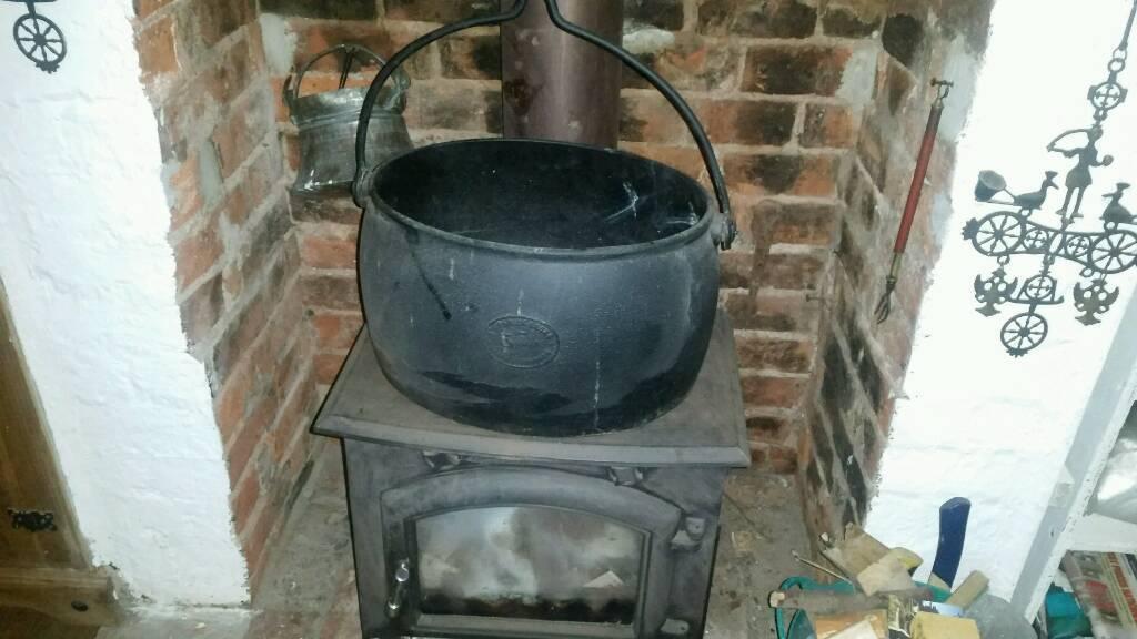 Cast iron cooking pot