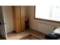 Single room available to rent in Edinburgh, ideal for students.