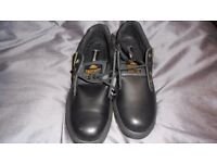 MENS SAFETY SHOES SIZE 10. STEEL TOE. AIR SOLES BNIB