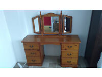 Solid pine dressing table with triple mirror