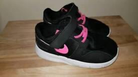 Girl Nike trainer