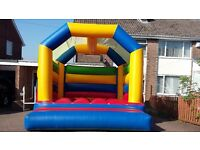 COMMERCIAL LARGE ROOFED ADULT/KIDS BOUNCY CASTLE 13FT WIDE 15FT LONG 11FT HIGH