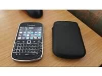 Blackberry 9900 Bold.