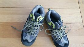 kids mountain boots size 1 junior