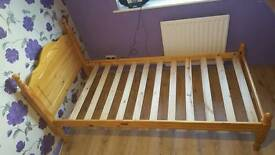 Wood single bed