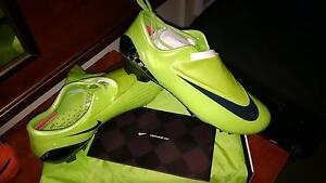RARE AND PROFESSIONAL LEVEL SOCCER CLEATS AND MATCH BALLS Kitchener / Waterloo Kitchener Area image 1