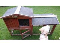 Rabbit hutch in good condition.