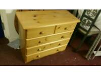 Chest of Draws - 5 Drawer Quality Pine Chest of Draws. Excellent Condition, like new