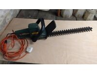 black and decker heavy duty hedge trimmer