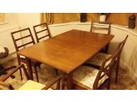 Mahogany extending dining room table and chairs. Excellent condition