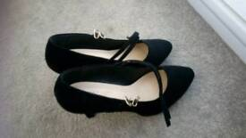 Heeled shoes size 9