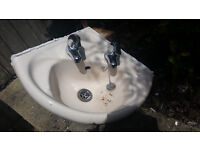 Toilet and hand basin for sale. Perfect working condition. Bargain £20!
