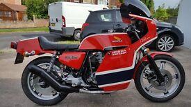 """Honda CB750 F2 """"Honda Britain"""" in Phil Read replica colours , as built by Colin Sealy"""
