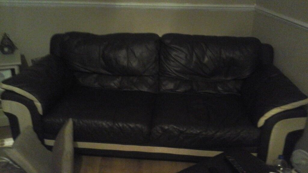 Selling a lovely Mint condition sofa with arm chair and foot stall