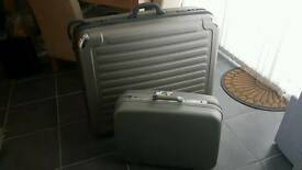 Hard shell suitcases