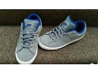 Size 4 nike trainers