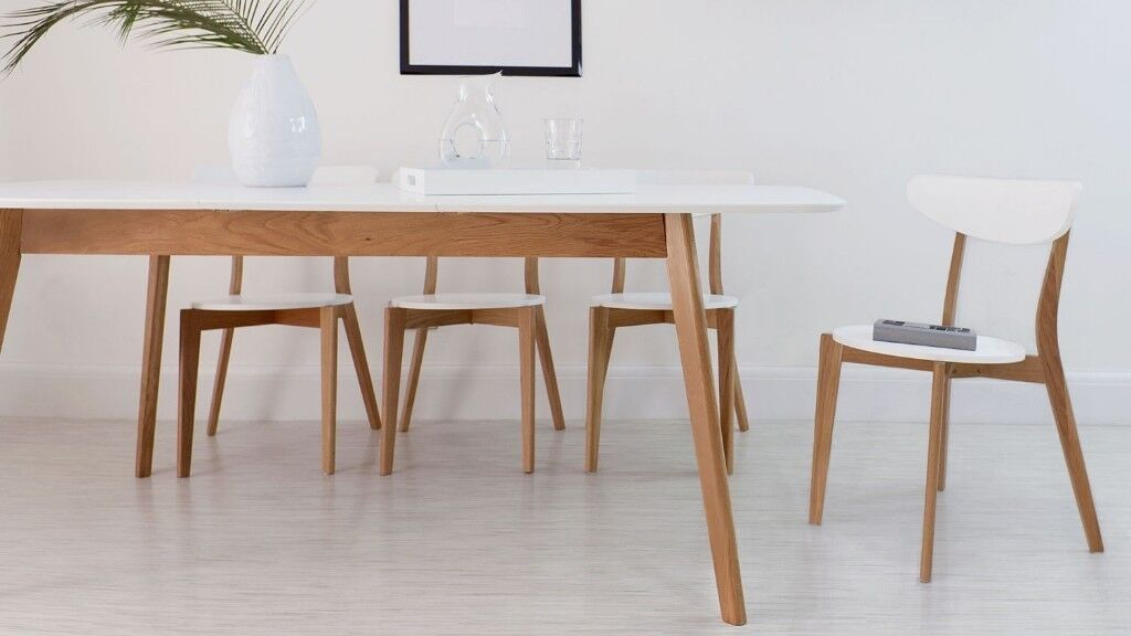35f9f41330a Brand New Aver Oak   White Luxurious Oak and White Extending Dining Table  HALF PRICE