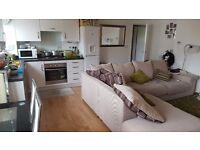DOUBLE ROOM TO RENT IN A MODERN FLAT!!!!.