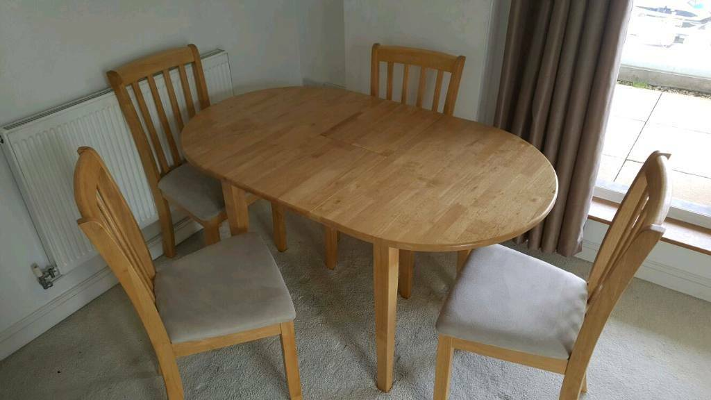 Extendable wooden table with four chairs