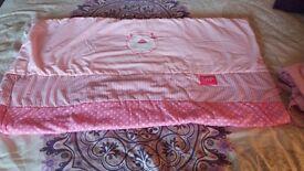 Cotbed quilt and bumper set