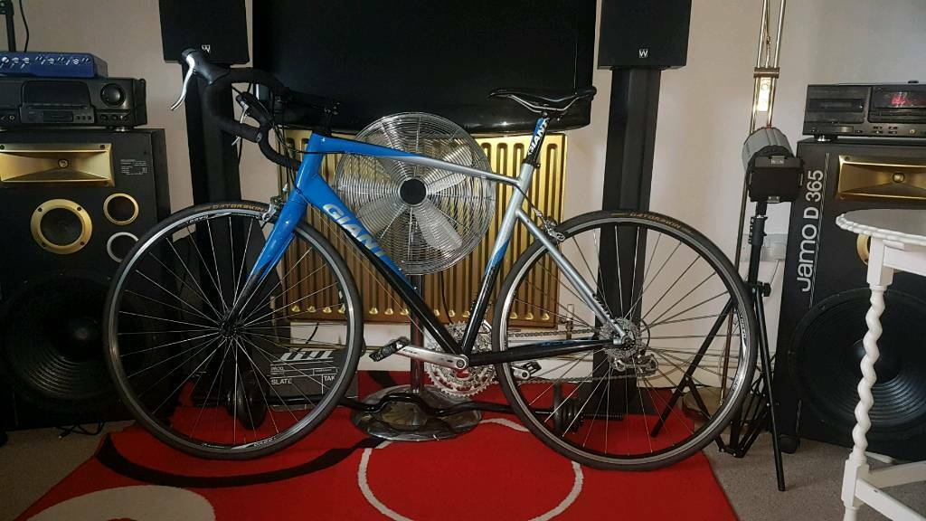 Absolutely Mint City Giant Road Racer Bike Defy 6000