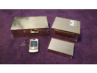 Motorola D&G Gold Dolce and Gabbana V3i mobile phone with bluetooth earpiece and case. All boxed.