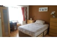 VERY CLEAN DOUBLE ROOM - DEPOSIT NEGOTIABLE