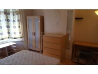 Double room in shared house. All bills include. Only 1 week deposit. Internet. No agency fees