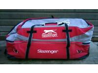 Slazemger v larg Cryckiet bag in very good condition can deliver or post!