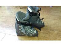 Salomon ladies skiing boots