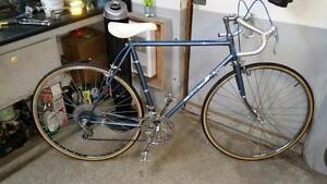 Vélo de course altima bleu 10 vitesses roues 27po cadre 22.5po