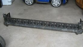 ANTIQUE VICTORIAN CAST IRON FIRE FENDER KERB WITH CURVED CORNERS