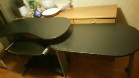 Comfy computer table