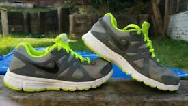 NIKE trainers size (5 UK)